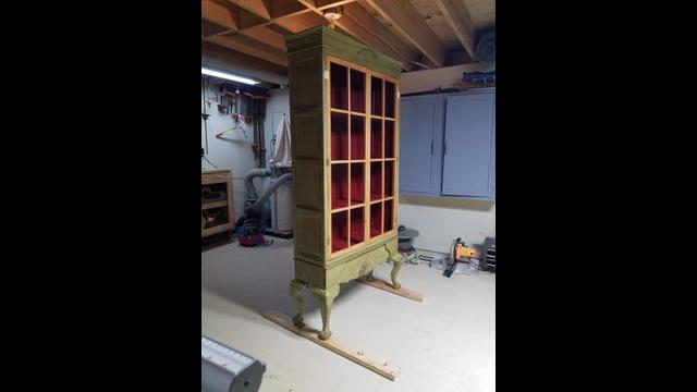 Woodworking… MAKING A DISPLAY CABINET PART 3. Painting, distressing and antiquing technique.